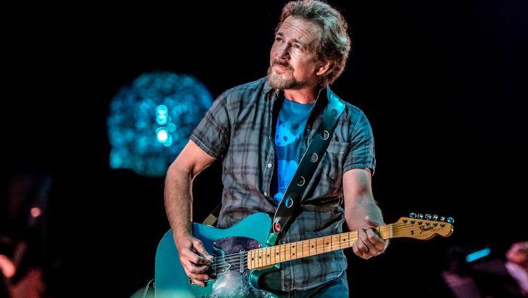 Eddie Vedder: een poseur volgens zijn critici, een rock-'n-rollheld van het zuiverste water volgens de aanwezigen in de Ziggo Dome. Beeld Ferdy Damman