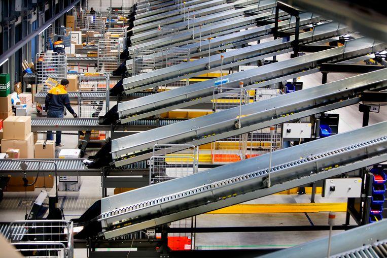 Een sorteercentrum van PostNL in Nieuwegein. Beeld Maarten Hartman