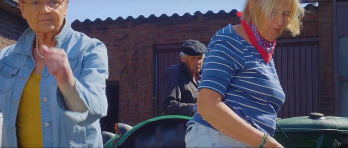 Still uit de video van 'Oewalekkerwa'.