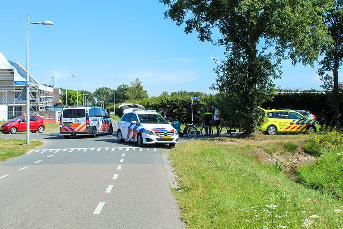 Bij een aanrijding in Apeldoorn raakte een fietser gewond.
