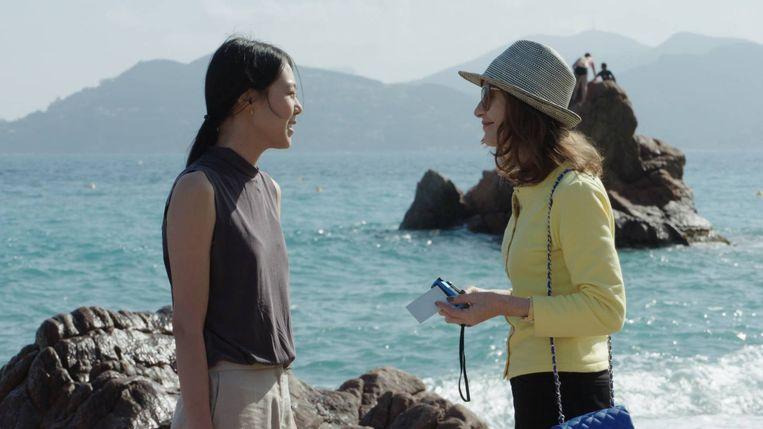 Fotografe Claire en de ontslagen Min-hee analyseren wat is gebeurd in hun levens.  Beeld