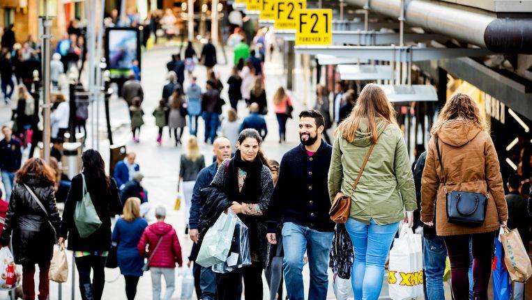 Winkelend publiek in de Rotterdamse Koopgoot Beeld anp