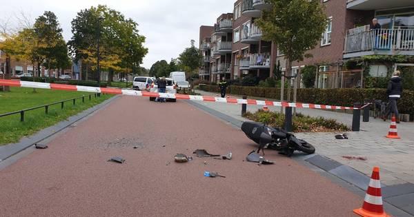 Scooterbestuurder met spoed naar ziekenhuis na ongeval in Hengelo.