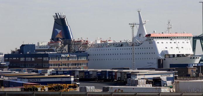 De Pride of Bruges, een van de twee zusterschepen van P&O, in de haven van Zeebrugge. De cruiseferry is nu geschrapt.