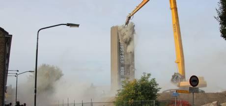 Daar gaat de Heilig Hart-toren in Veghel dan ....