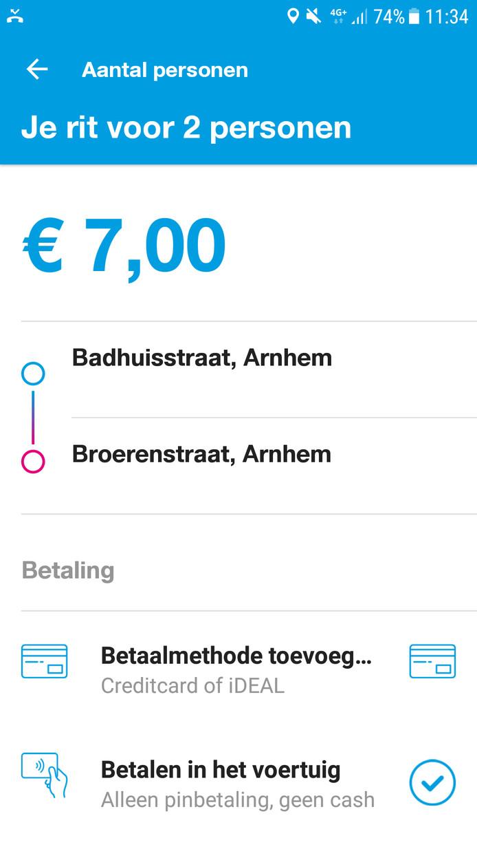 Betalen kan direct via de app of later in de bus met pin of ov-chip.