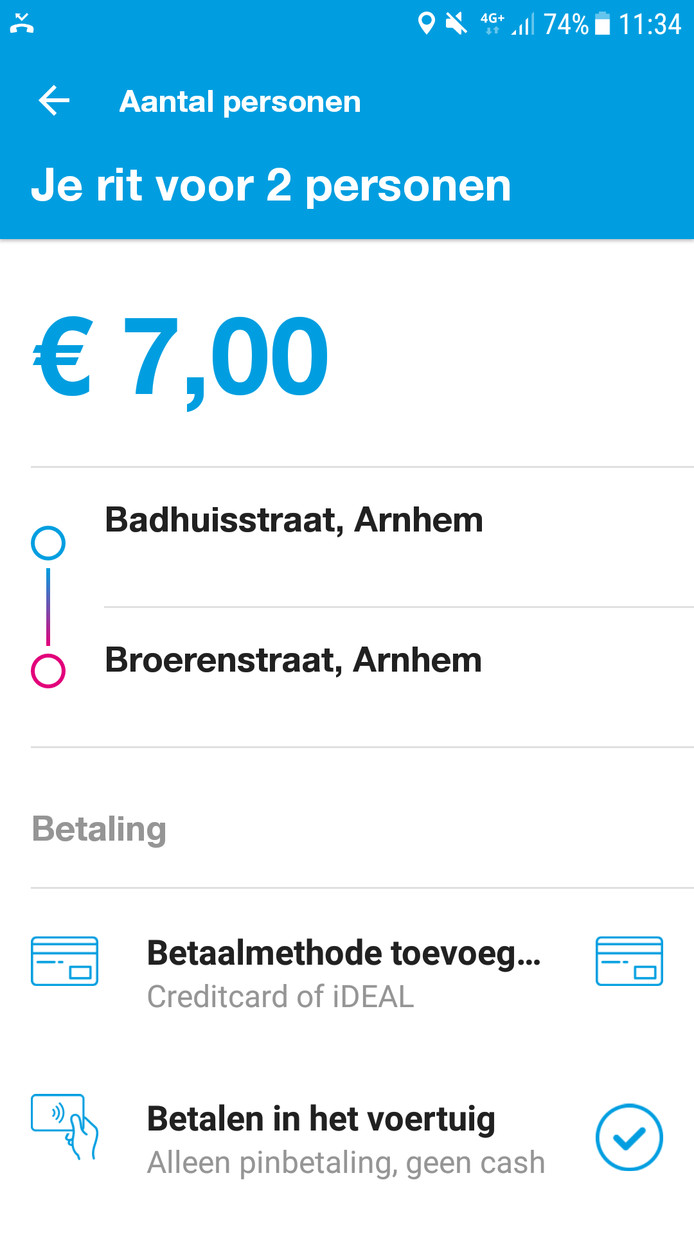 Betalen kan direct via de app of later in de bus met pin of ov-chip.