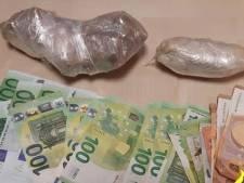 Politie gebruikt pepperspray bij verzet van automobilist tijdens controle: groot geldbedrag aangetroffen