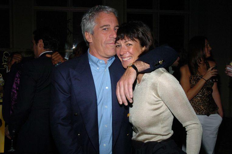Jeffrey Epstein en Ghislaine Maxwell. Maxwell was de ex-vriendin van Epstein en zou het misbruik hebben ondersteund.