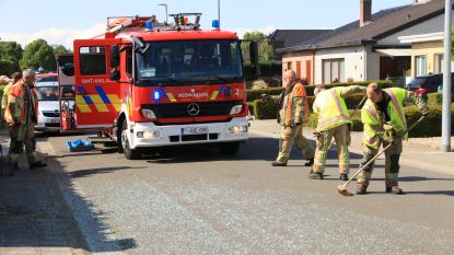 Bergstraat bezaaid met glas nadat raam van tractor aan diggelen slaat