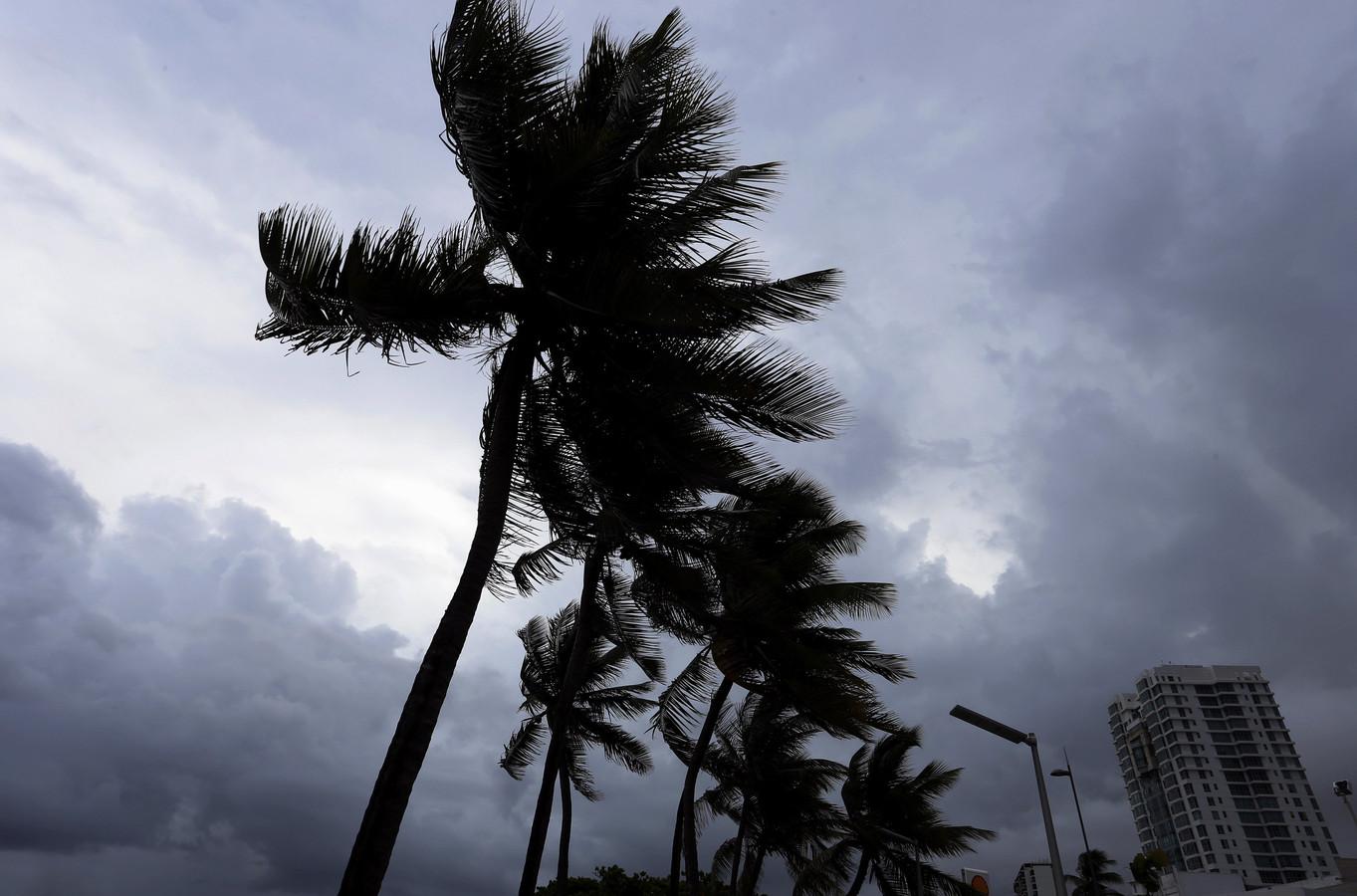 Donkere wolken boven Puerto Rico.