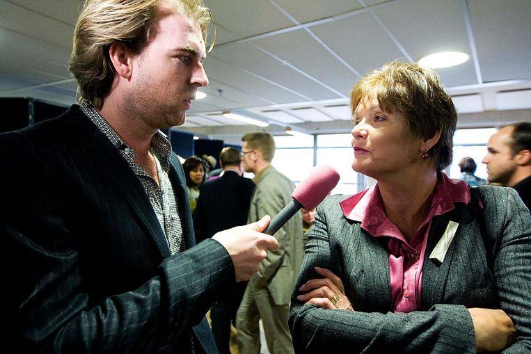 Rutger Castricum in gesprek met Ella Vogelaar in de Haagse Hogeschool in Den Haag, in 2009. Beeld anp