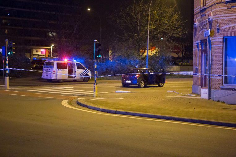 De verdachte auto op de hoek van Einde Were en Nieuwewandeling.