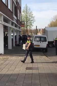 VIDEO: Inval politie in theehuis Corner Club in Breda, bezoekers en personeel worden gefouilleerd