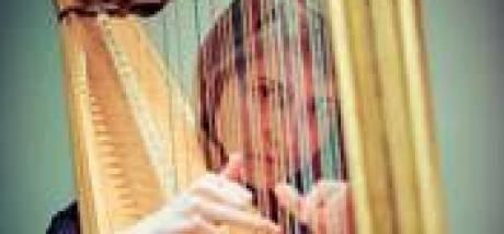 Harpiste Marieke Schoenmakers in Muziekgebouw Eindhoven: Een uitdagende Beethoven kondigt nieuw tijdperk aan