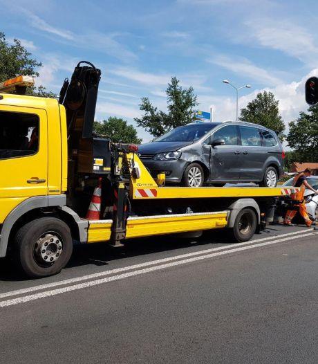 Bestuurster gewond bij botsing twee auto's op Rondweg-N319 in Groenlo