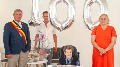 Maria blaast honderd kaarsjes uit in WZC Maria Ter Ruste