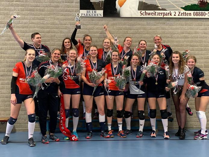 Het tweede team van Krekkers na de bekerwinst in Zetten.