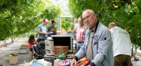 Lingewaards Mannenkoor spaart met markt in druivenkas voor eeuwfeest