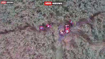 Bejaarde man zakt tot aan oksels in moeras, maar wordt op tijd gevonden dankzij drone