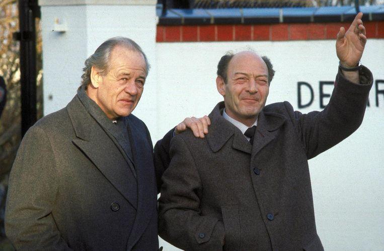 1983: Freddy Heineken en chauffeur Ab Doderer poseren daags na hun vrijlating bij de villa van Heineken. Beeld anp