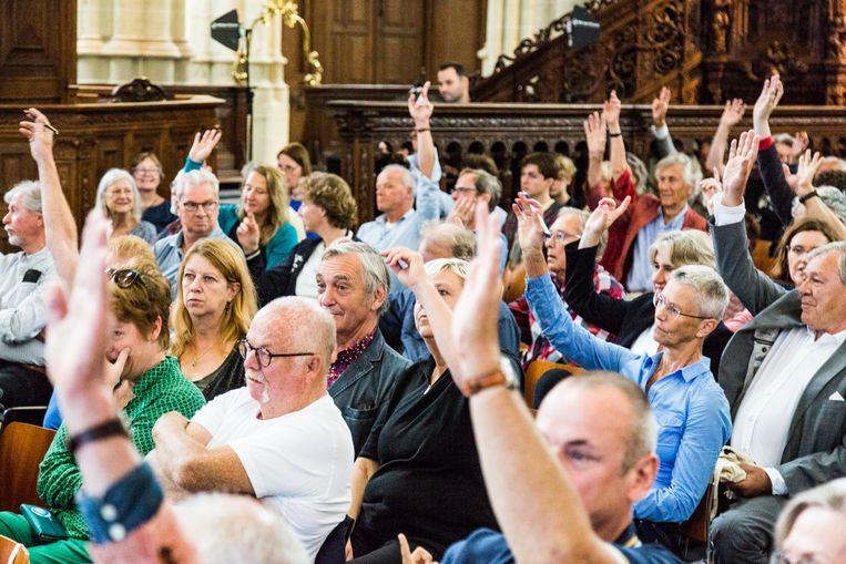 De Grote Amsterdam Quiz in de Nieuwe Kerk die verrassende winnaar(s) kreeg. Beeld Tammy van Nerum