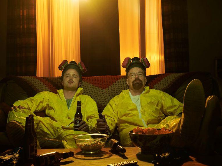 Breaking Bad: hoofdpersonages 'Jesse Pinkman' en  scheikundeleraar 'Walter White' (Bryan Cranston).