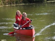 Coronaproof kanovaren op de Raam het om hoofd boven water te houden