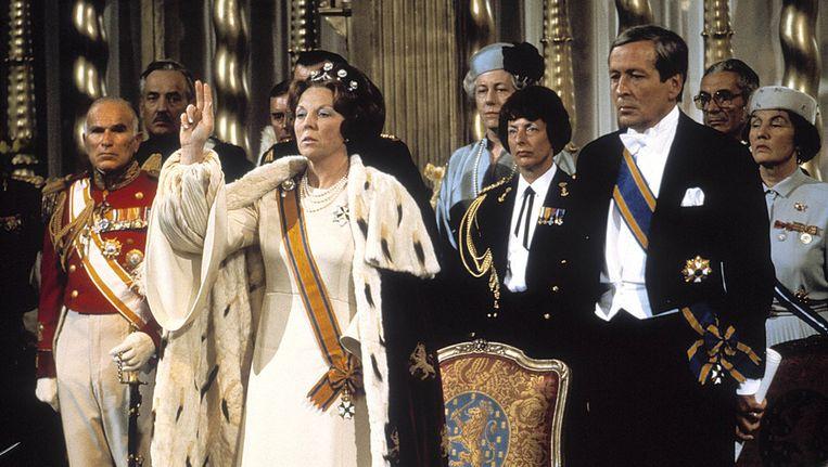 Koningin Beatrix legt de eed af tijdens haar inhuldiging als koningin in de Nieuwe Kerk in Amsterdam. Beeld anp