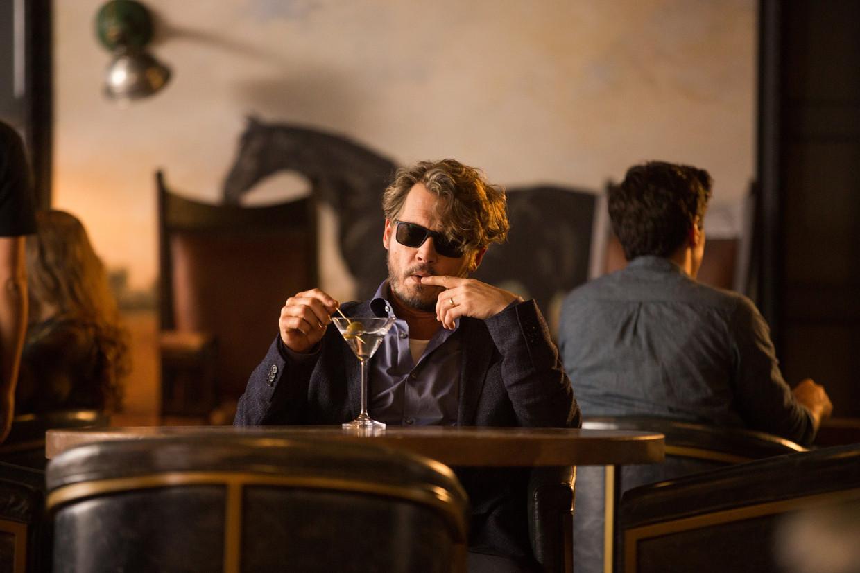 Professor Richard (Johnny Depp) heeft nog zes maanden te leven.