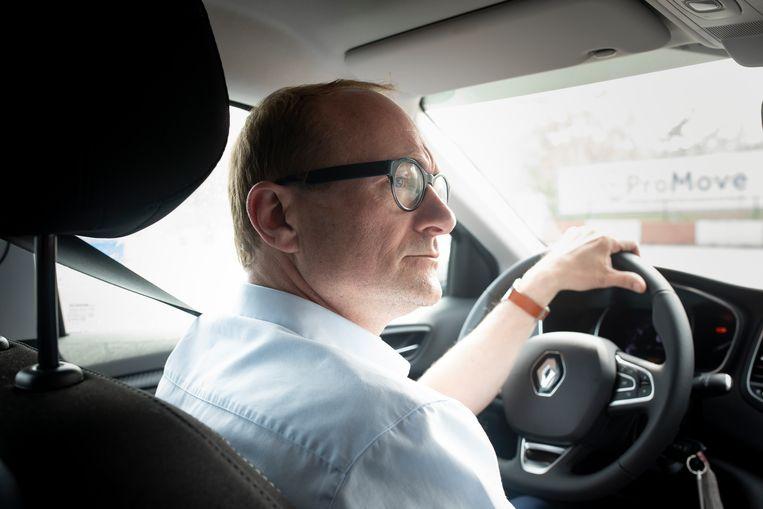 Vlaams minister van Mobiliteit Ben Weyts achter het stuur.