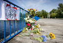 Bloemen op de plek waar Bas van Wijk werd doodgeschoten.