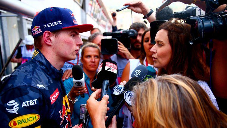 Max Verstappen staat donderdag de pers te woord na de vrije training voor de GP van Monaco. Beeld Getty
