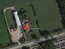 Het terrein van Sky Ballonvaarten. Rechts van de bebouwing komen de bed&breakfast-huisjes. Het grote terrein rechts blijft bestemd voor het laten opstijgen van de ballonnen.