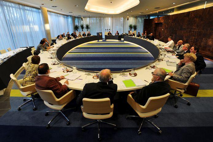 De vergadering van de gemeenteraad in Waalwijk zou donderdag doorgaan zonder publiek en pers, maar is nu toch afgelast.