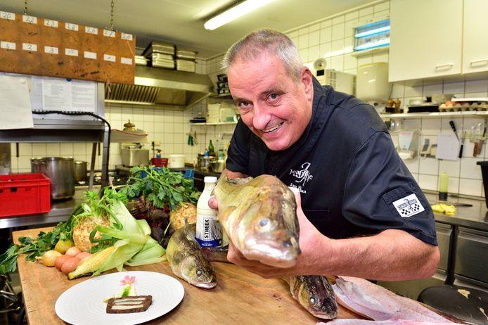 Jan Hartman, van restaurant Jean Marie, gebruikt voor zijn streekgerechten onder andere snoekbaars uit de Reeuwijkse Plassen. Foto ter illustratie.