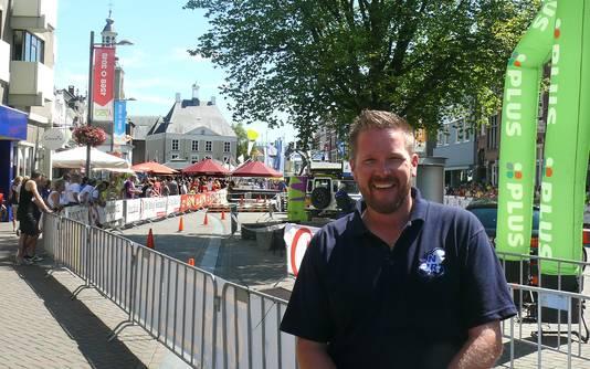 Jeffrey den Boer vrijwilliger bij de nationale Jeugdronde op de Markt in Roosendaal