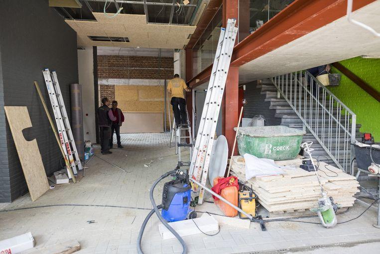 De bouwvakkers zijn nog volop bezig om van de werf een echte school te maken.