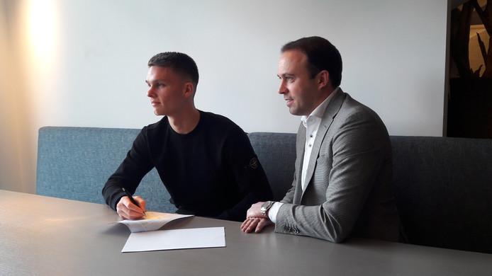 Connor van den Berg en technisch directeur Joris Mathijsen