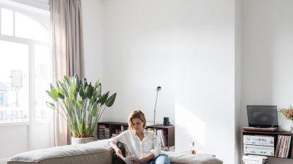 Binnenkijken bij Kelly en Arthur die een oude flat in Brussel omtoverden tot een prachtige woonst