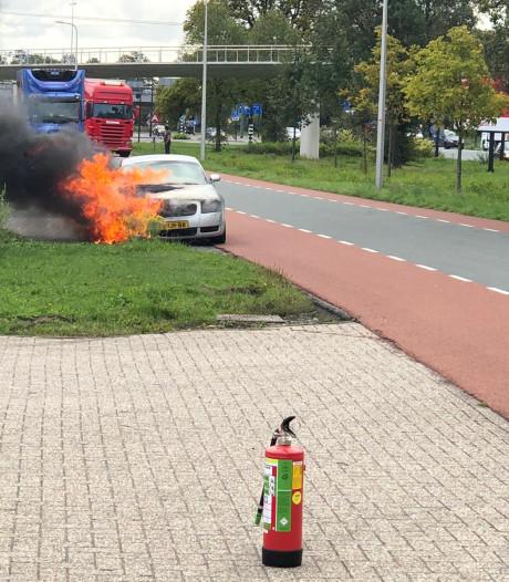 Sportwagen brandt uit in Enschede
