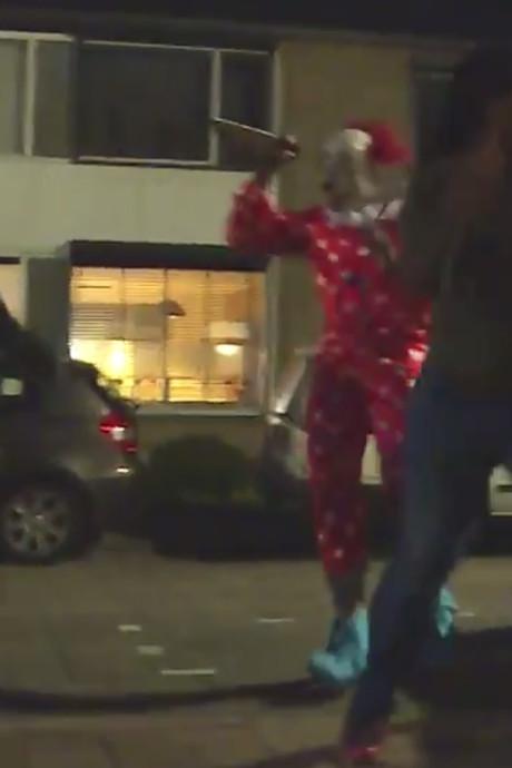 Braboneger jaagt vrienden verkleed als horrorclown stuipen op het lijf: 'Doe eens normaal man, klootzak'