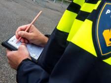 Vandalen in Leerdam vernielen autoruiten en bekrassen een wagen twee maal