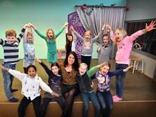 Met 500 leerlingen is Joliens Theaterhuis in Oldenzaal uit jasje gegroeid