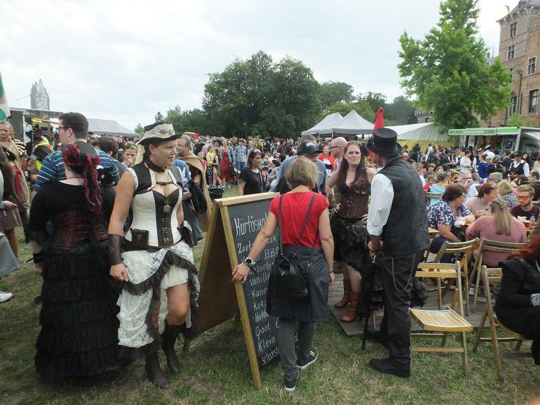 Veel volk op Elftopia.