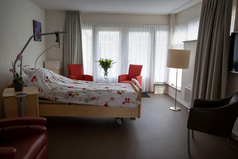 Een leegstaande kamer in het hospice in Dronten. Beeld Herman Engbers