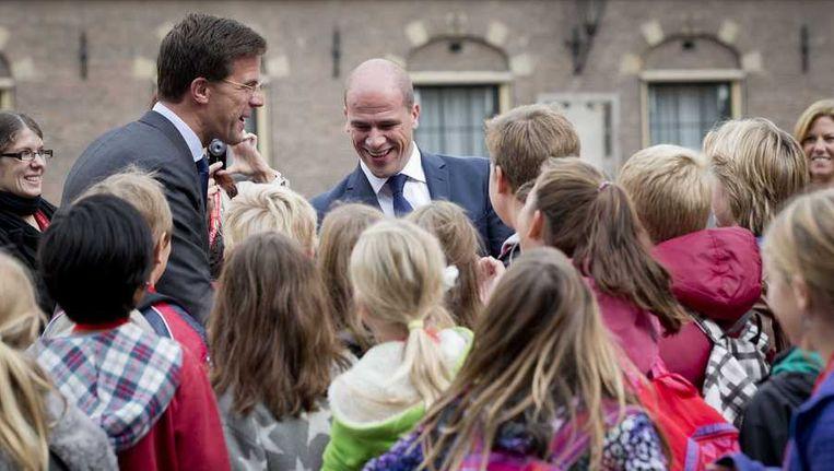 VVD-onderhandelaar Mark Rutte en PvdA-onderhandelaar Diederik Samsom arriveren op het Binnenhof voor het vervolgoverleg met de informateurs en onderhandelaars over de vorming van een nieuw kabinet. Beeld anp