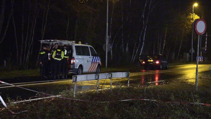 In Winterswijk zijn in de nacht van zaterdag op zondag vier mensen gewond geraakt. Eén van hen is een politieagent. Er is geschoten, zo meldt de politie.
