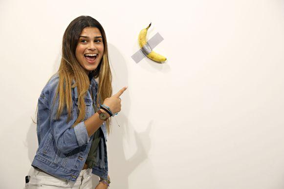 Mensen stonden in de rij om een foto te nemen met de banaan van de Italiaanse kunstenaar Maurizio Cattelan tijdens de Basel Art Fair in Miami Beach, Florida.