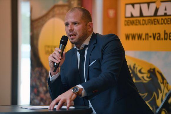 Voormalig staatssecretaris voor Asiel en Migratie Theo Francken (N-VA) gaf in zijn thuisgemeente Lubbeek uitleg over het migratiepact.